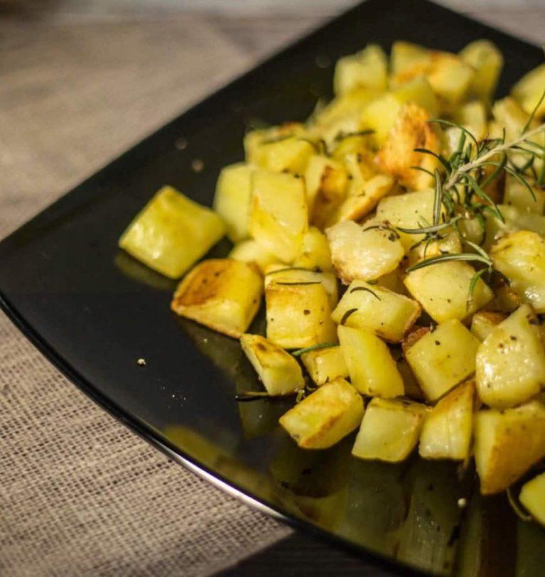 Salsicce e patate in padella